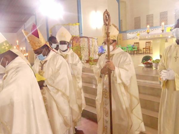 Le Nonce Apostolique et les évêques du Togo à la Paroisse de Kpangalam